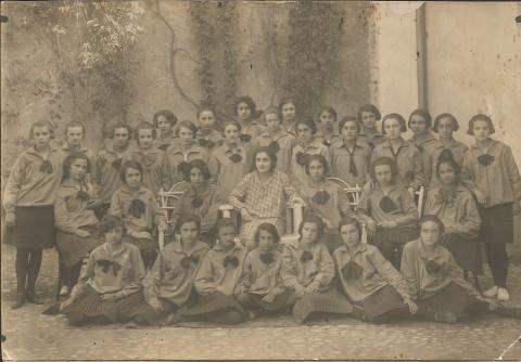 Clasa a III-a la Liceul de fete din Alba Iulia - la gimnastica