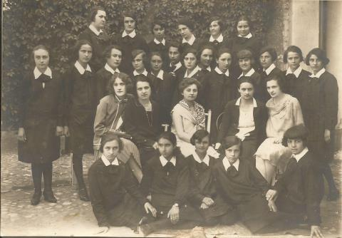 Clasa a IV-a la Liceul de fete din Alba Iulia